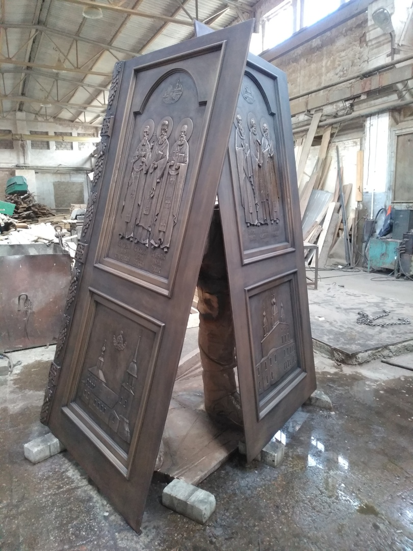 Фрагменты главных врат Михаило-Архангельского собора