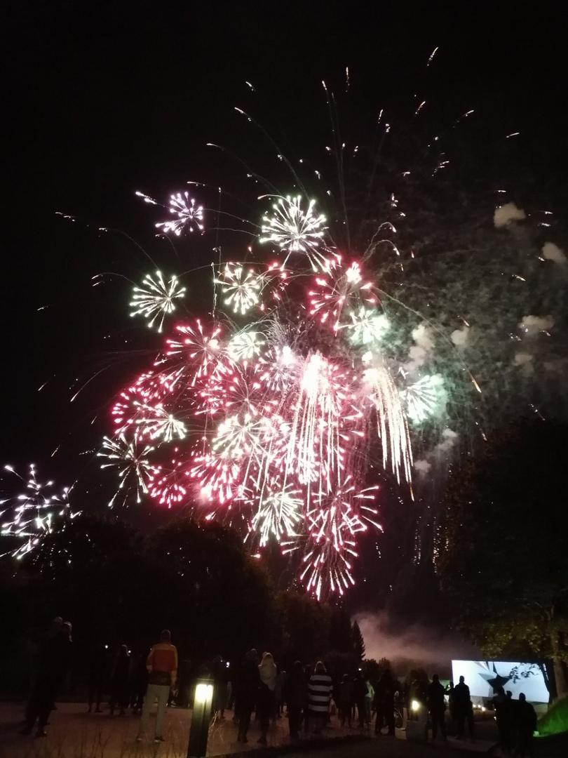 Показываем фейерверк в Брестской крепости-2020. Финальный аккорд в цветах флага Беларуси