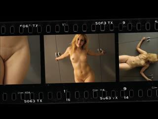 OON-CMNF-видео  вежливый фотограф уговаривает стеснительных девушек раздеваться догола перед камерой