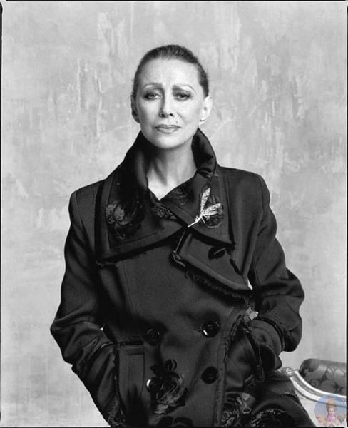 Прима русского балета Майя Плисецкая снялась для ELLE Россия в 2005 году Легендарной танцовщице было 80 лет Фотограф Беттина
