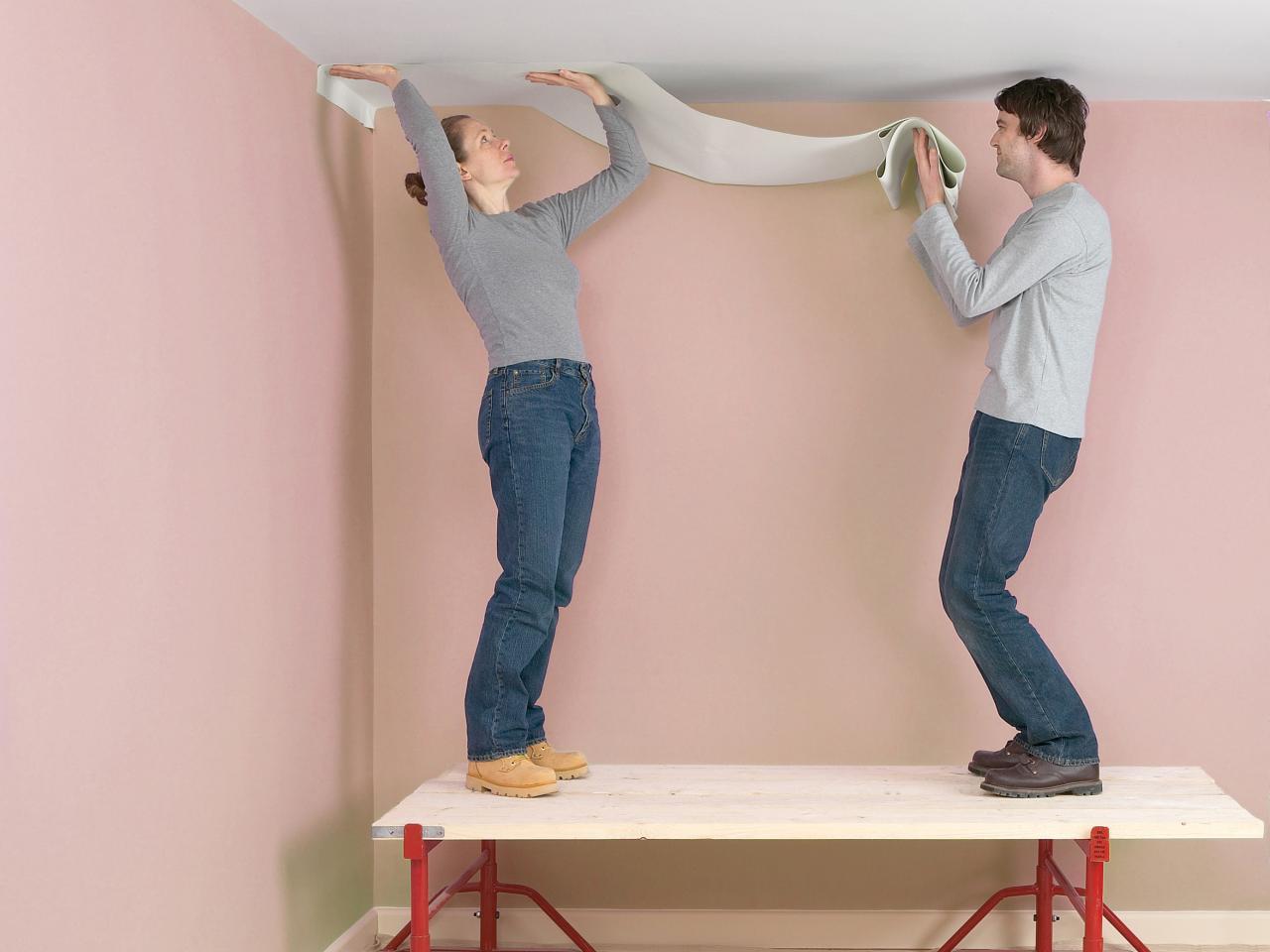 как клеить стеклообои на потолок