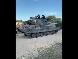 Yella Beezy ездит на танке на съёмках нового клипа