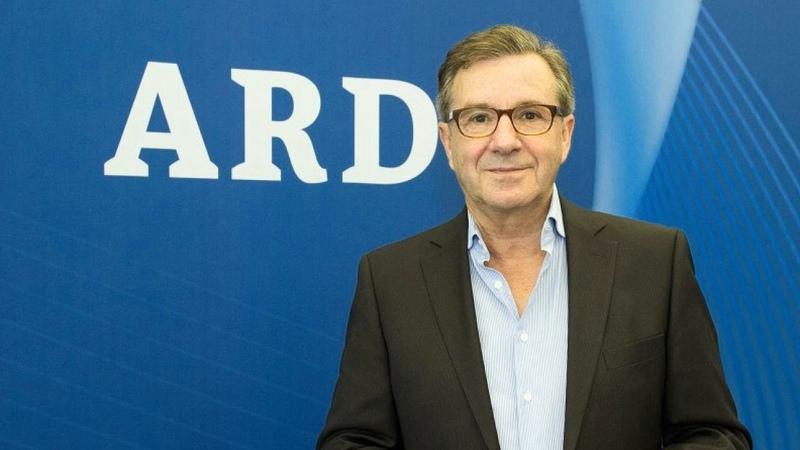 Peinliche Mikro-Panne ARD Tagesschau-Moderator Jan Hofer prahlt mit seinem Reichtum