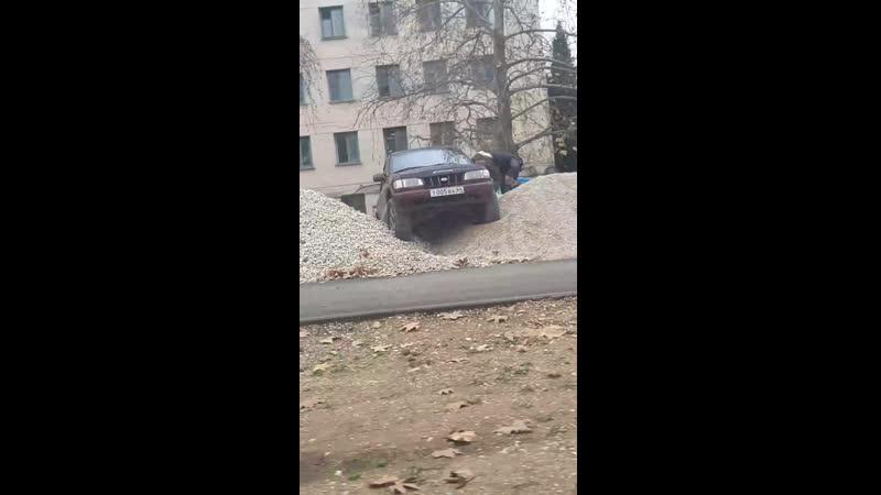 Если парковаться на газонах нельзя, но очень надо, то вот Ул.Маршала Кириллова