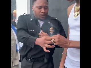 Snoop dogg и полицейский раздули блант