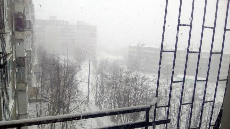 А снег все шел и падал