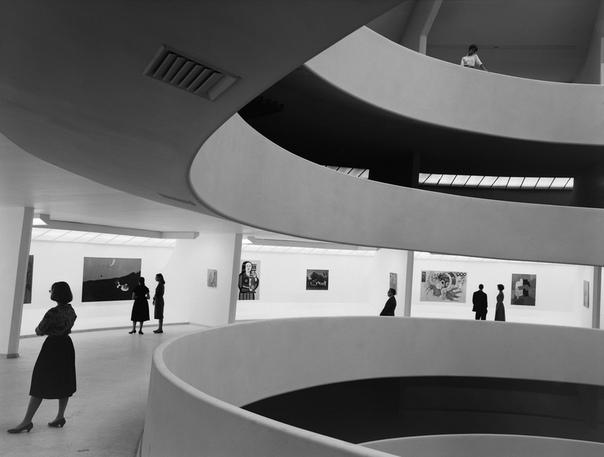 Музей современного искусства Соломона Гуггенхайма Это, пожалуй, самый необычный музей Нью-Йорка. С самого начала своей деятельности Музей Гуггенхайма в Нью-Йорке был призван собирать, хранить и