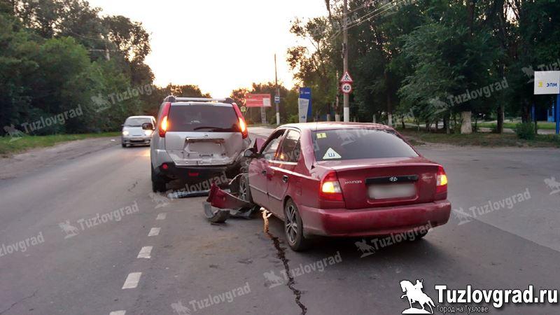 В Новочеркасске невнимательный водитель врезался во внедорожник