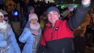 Первая харинама в новогоднюю ночь на центральной Ёлке Екатеринбурга. First Harinama 2021 at 00 hours