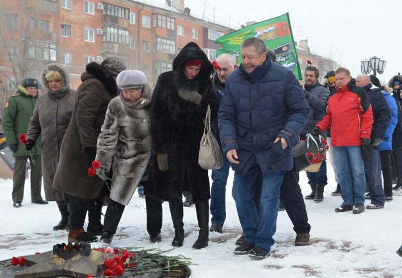 Новотройчане почтили память героев Отечества