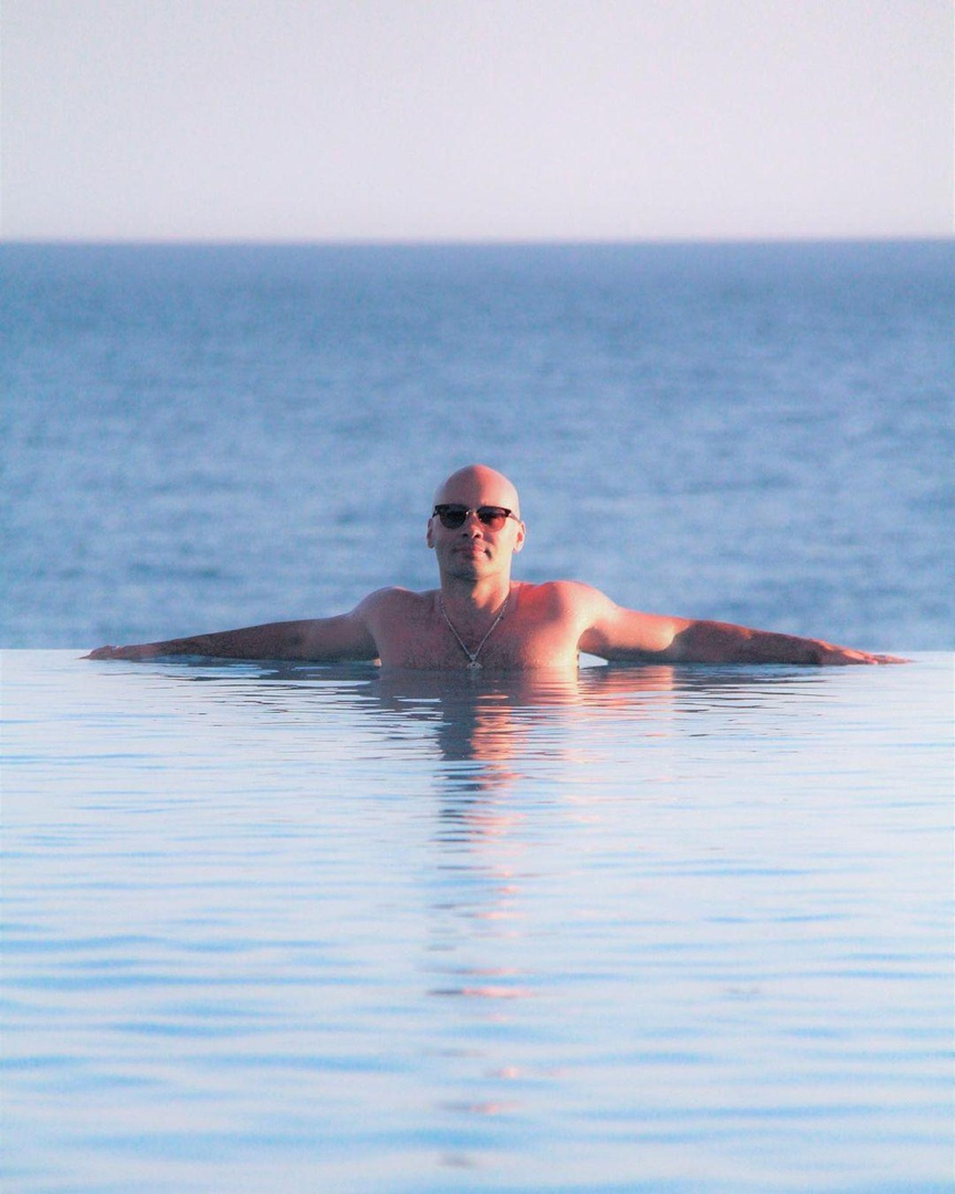 Андрей Черкасов не смог улететь на Бали