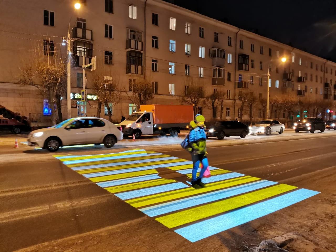 Подсветка отлично маскирует пешехода под зебру