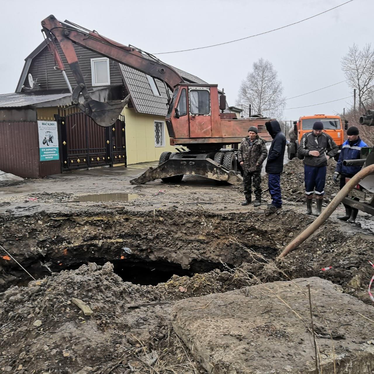 В Петровске устраняют последствия обрушения трубы канализационного коллектора