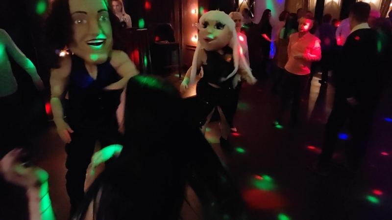 8 марта Танцы с ростовыми куклами в ресторане Вкус граната г Калуга