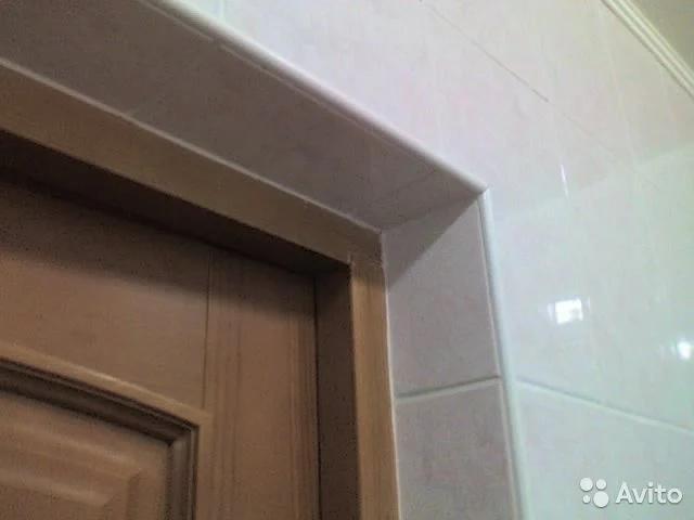 Как подогнать плитку вплотную к дверям без наличников?