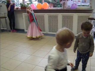 г Индийские танцы исполняет юная София