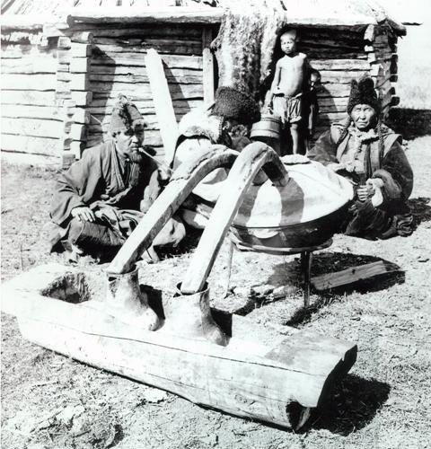 Андрей Самсонов: сидение аракхы (алтайской водки)