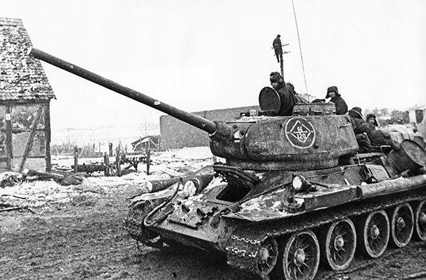 Собственно, основная машина ЫОVIET RPOCTb — танк Т-34-85.