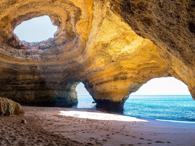 Пляж под горой - Бенагил