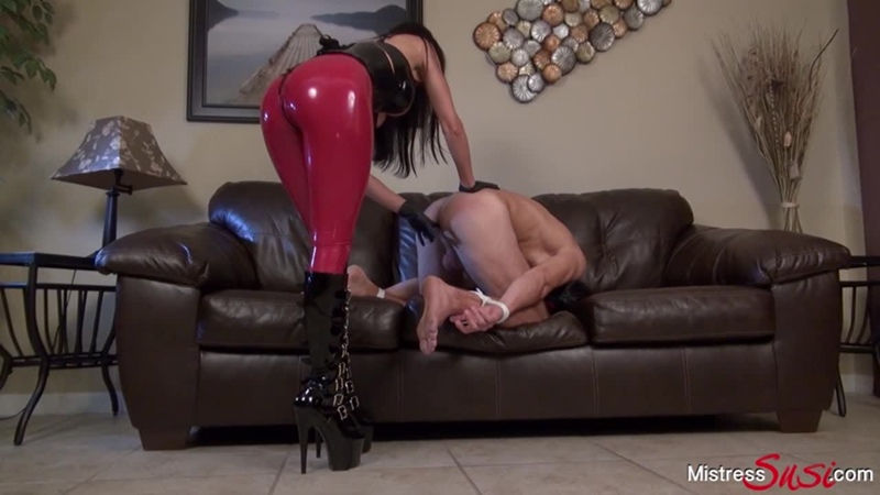 Mistress Susi s Fetish Clips A real Strapon virgin Strapon, Boots, High Heels, Latex, Rubber, Anal, Anus, Ass