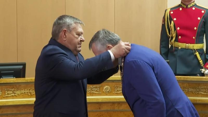 Александру Дрозденко вручили символ власти - должностной знак губернатора Ленинградской области