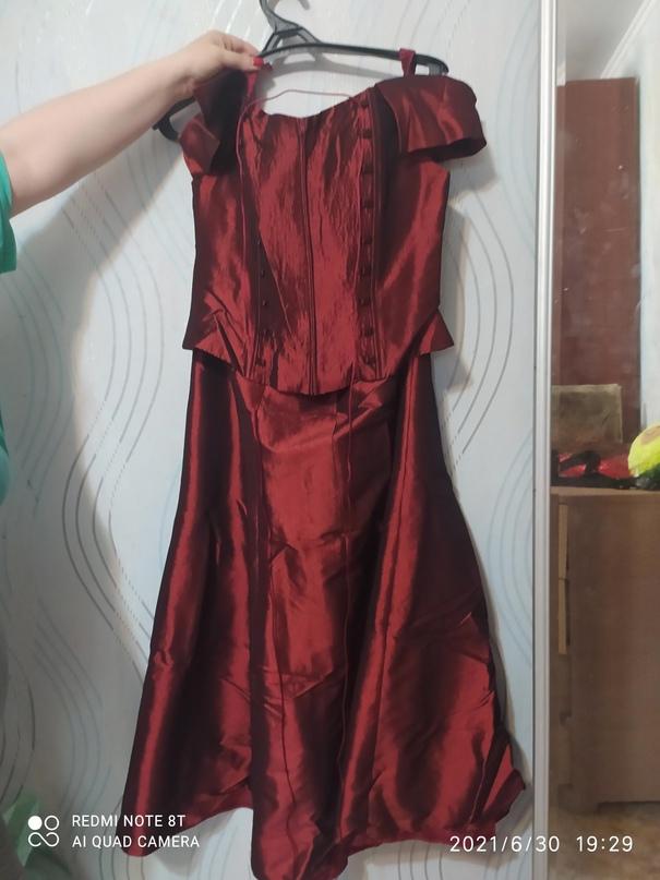 Платье красное, хорошее. Купили в   Объявления Орска и Новотроицка №28661