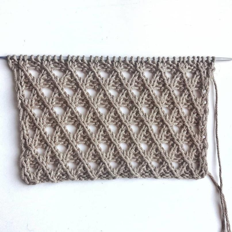 Красивый узор в виде ажурных диагоналей или ромбов. Подойдет для вязания джемпер...