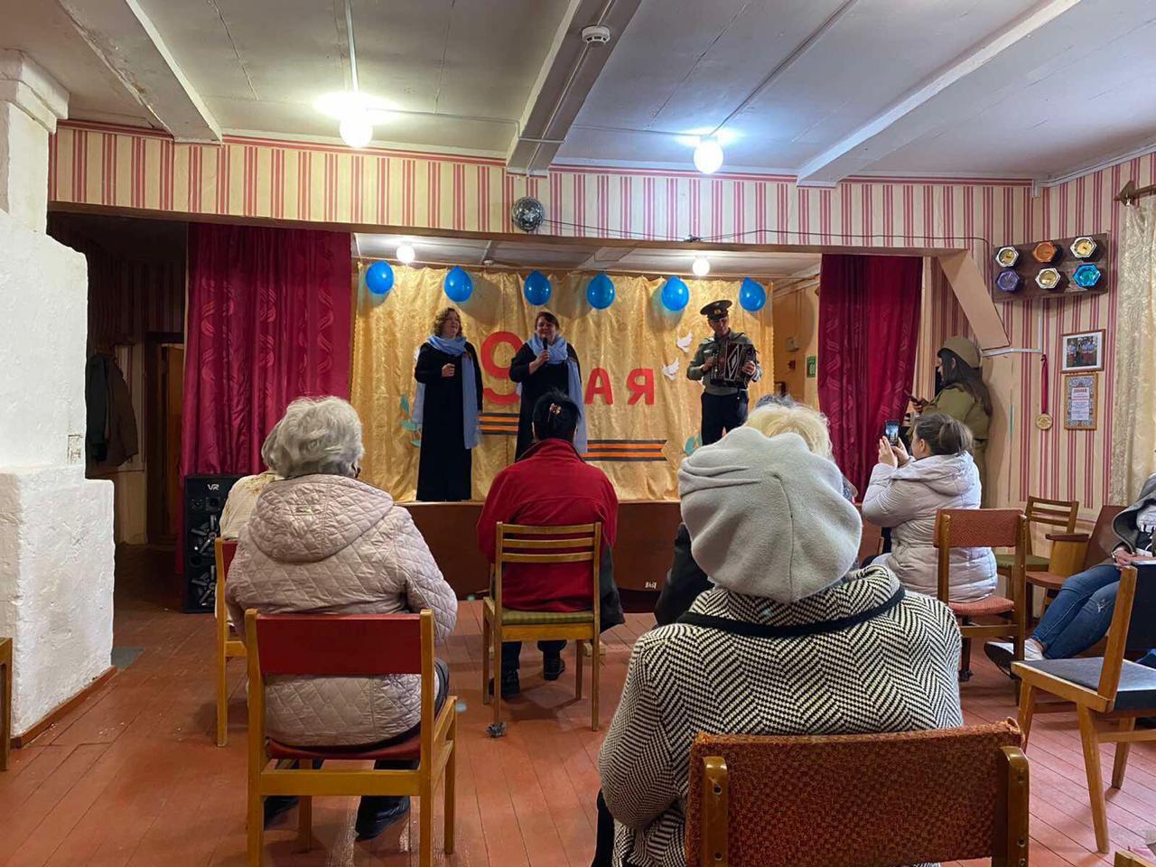 В Нелидовском городском округе работники дома культуры посетили братские захоронения