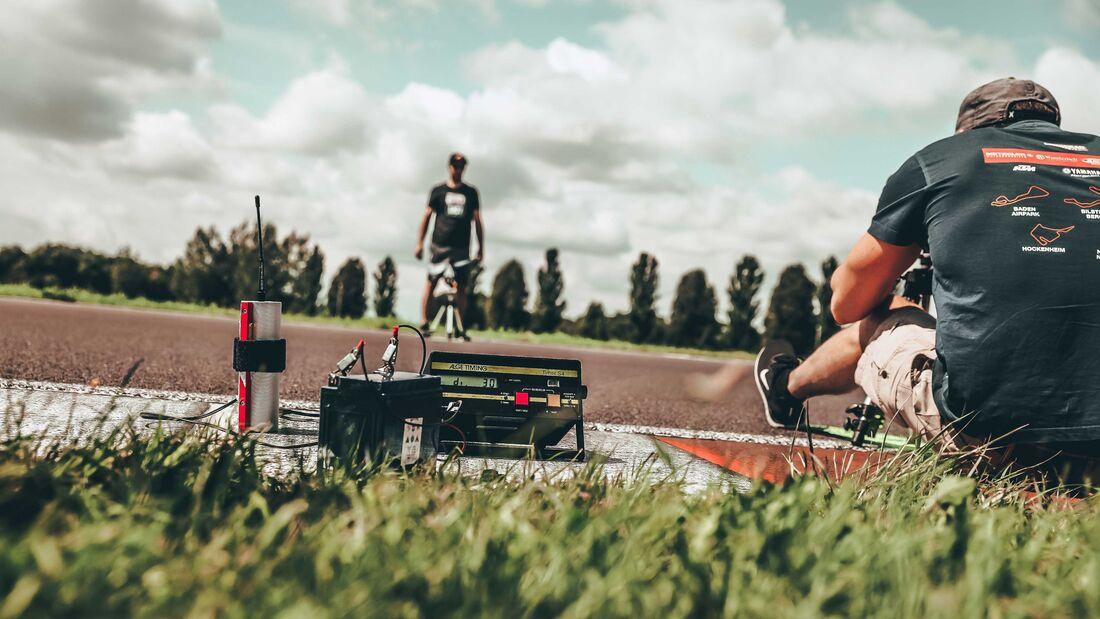 Фабьен Дреслер установил рекорд скольжения локтем по асфальту