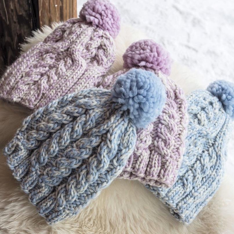 Меланжевая шапка с «косами»