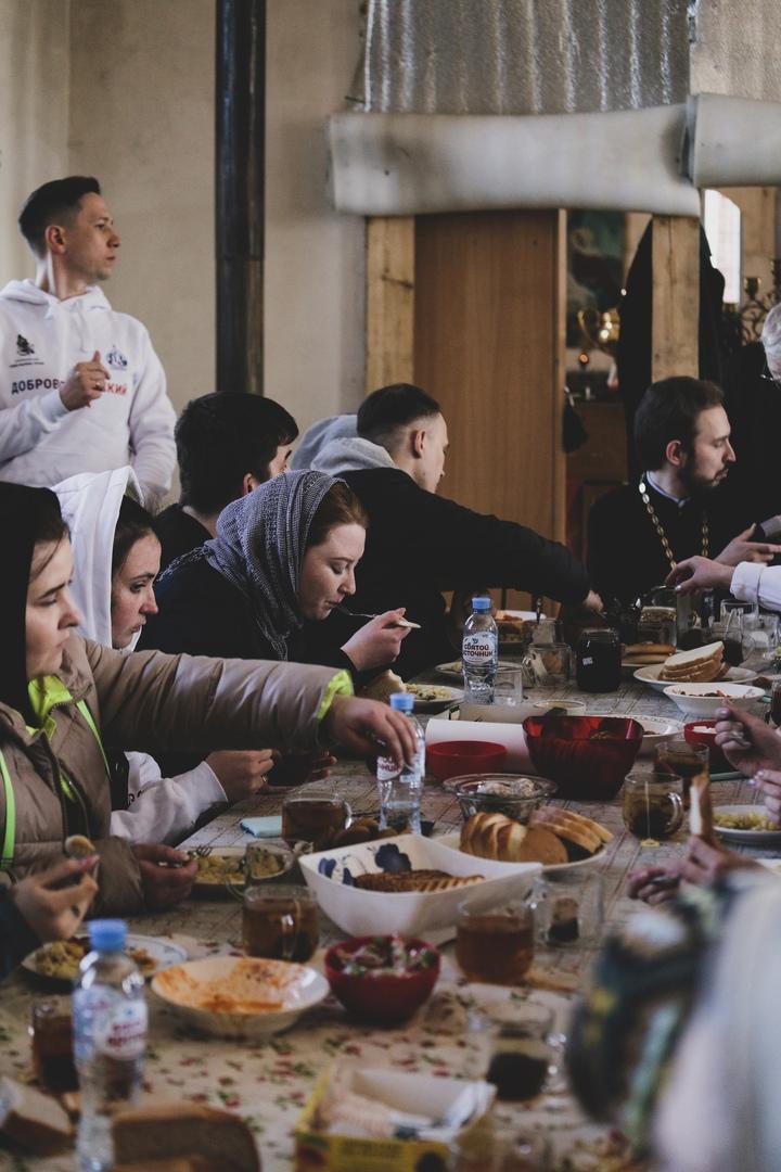 Добровольцы кинокомпании «Союз Маринс Групп» помогли Храму Воскресения Христова подготовиться к Пасхе, изображение №9