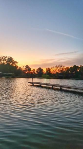 Доброго дня, Друзья:)Городское озеро. Автор фото i...