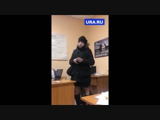 «Я не п***р, я дизайнер». Мужчина объясняет полиции, почему ходит по улице в женской одежде