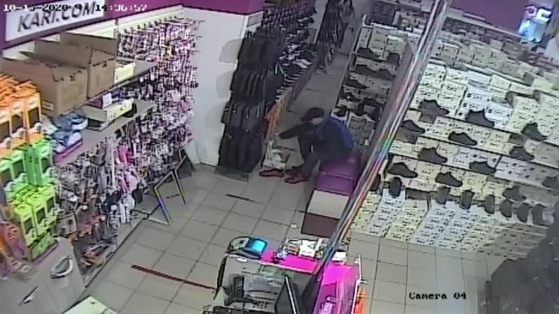 Полицейские ищут обувного вора