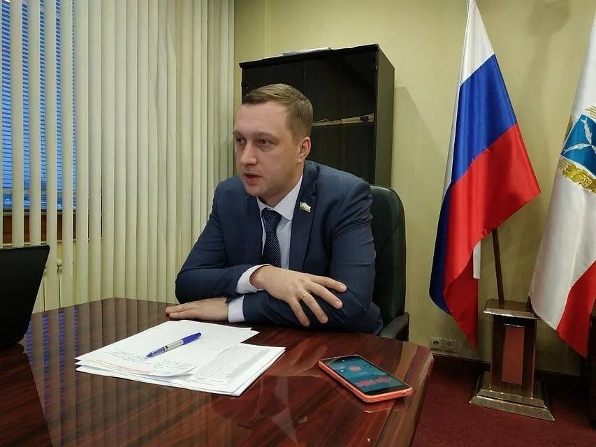 Роман Бусаргин, ранее бывший заместителем председателя правительства Саратовской области, назначен исполняющим обязанности вице-губернатора - председателя правительства региона